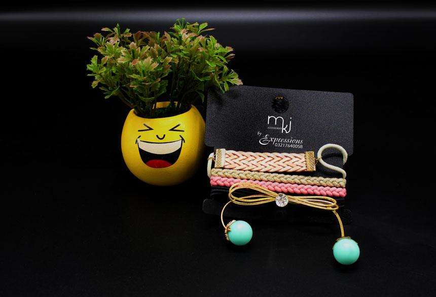 bracele card design flowerst product photography