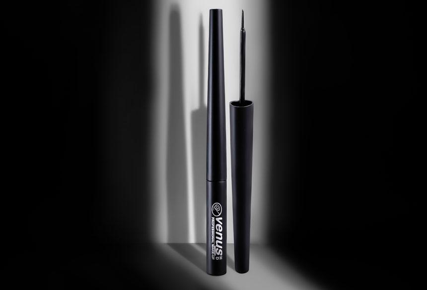 eyeliner makeup brush product photography